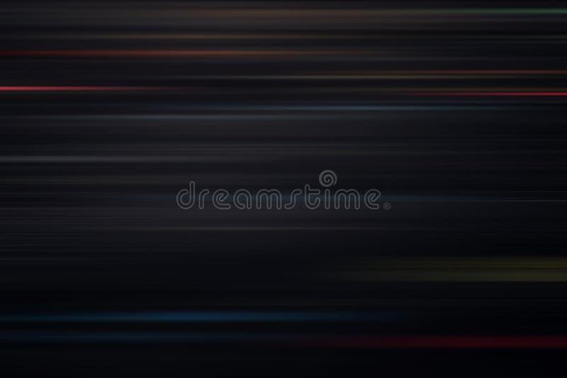 快速地移动在黑暗的背景的光和条纹 免版税图库摄影