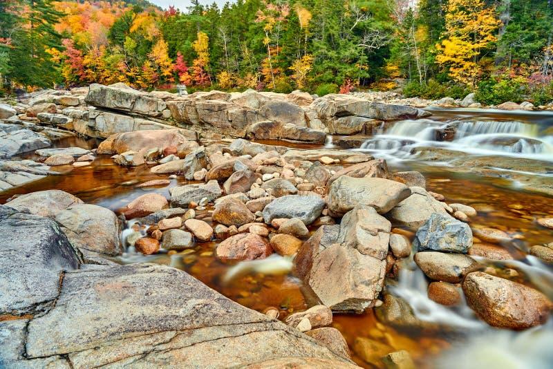 快速河小瀑布秋天,新罕布什尔,美国 图库摄影