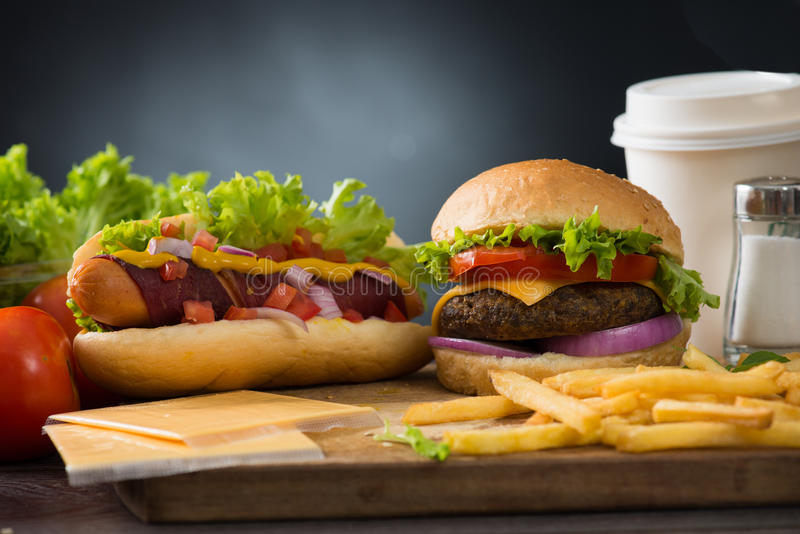 Download 快餐汉堡包,热狗菜单用汉堡 库存图片. 图片 包括有 乳酪汉堡, 番茄酱, 可乐, 土豆, 仍然, 正餐 - 62537373