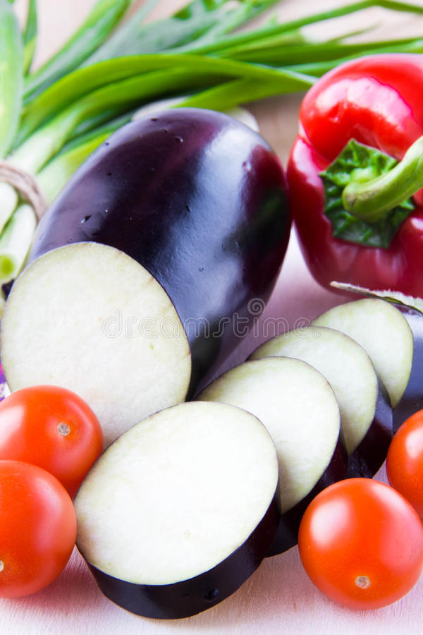 Download 快餐的-新鲜蔬菜意大利成份 库存照片. 图片 包括有 美食, 樱桃, 大胆, 剪切, 胡椒, 红色, 正餐 - 30338700