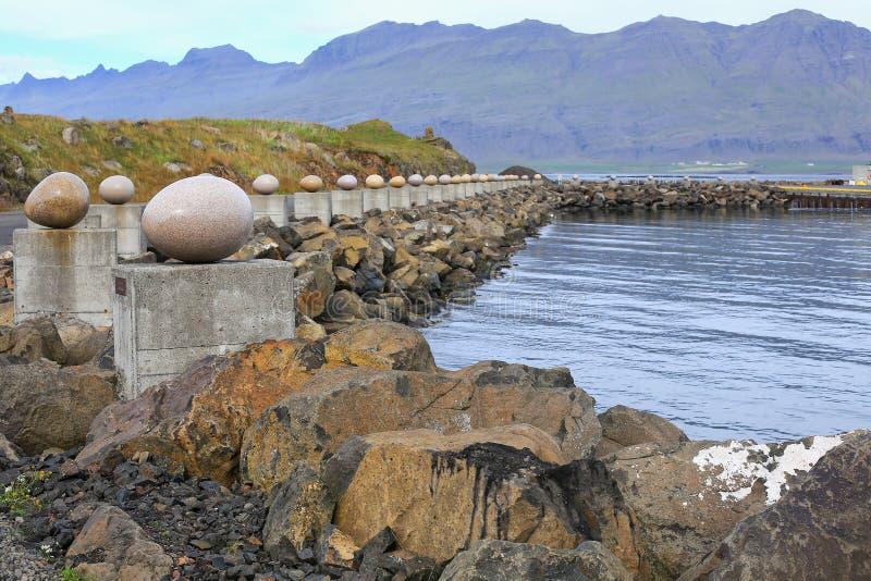 快活的海湾, Djupivogur,冰岛石鸡蛋 免版税库存图片