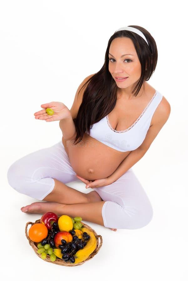 怀孕、健康和秀丽 适当的营养 维生素和果子孕妇的 免版税库存照片