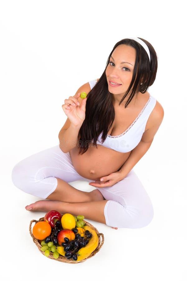 怀孕、健康和秀丽 适当的营养 维生素和果子孕妇的 免版税库存图片