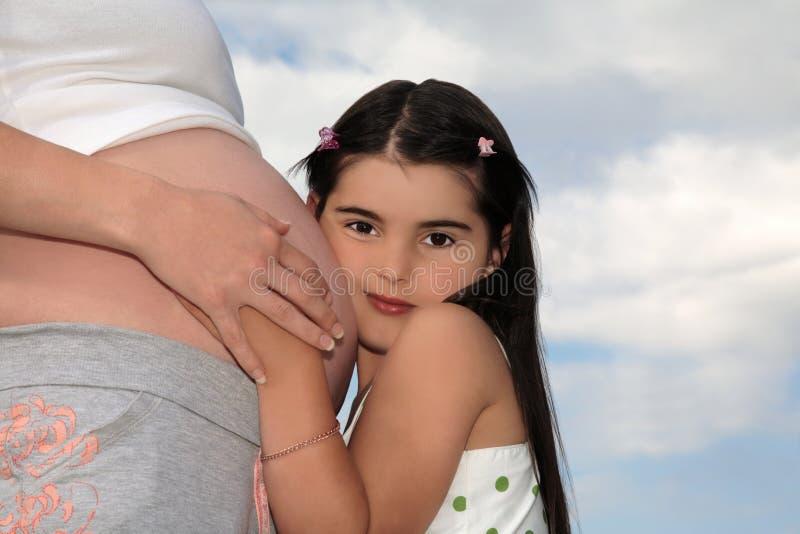 怀孕儿童的母亲 库存图片