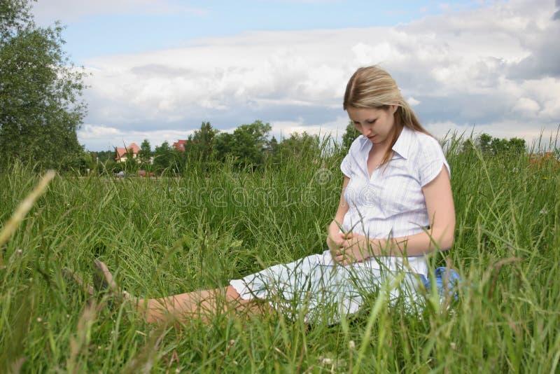 怀孕的女孩 图库摄影