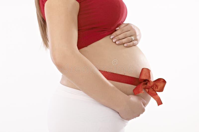 怀孕的腹部侧视图  免版税库存照片