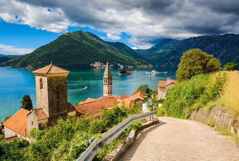 怀有在博卡队科托尔海湾(博卡队Kotorska),黑山,欧洲 免版税图库摄影