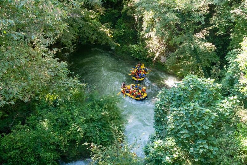 怀特沃特漂流在Nera河, Marmore瀑布,翁布里亚,意大利 免版税库存照片