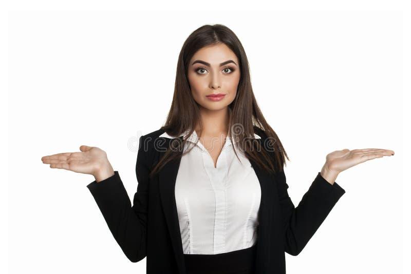 怀疑地耸肩的女实业家 免版税库存照片