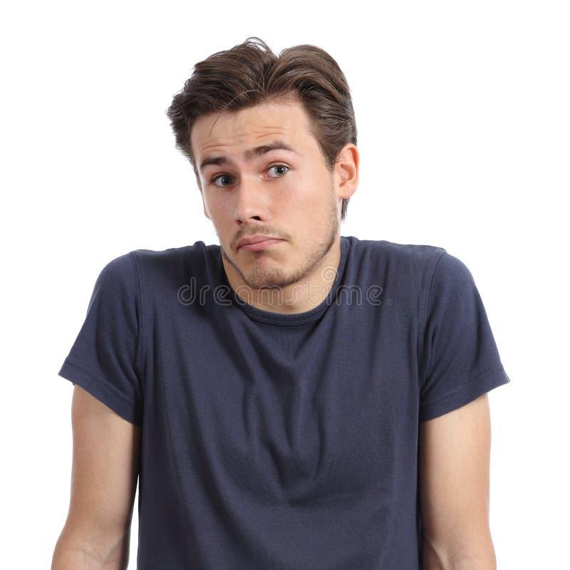 怀疑耸肩的一个年轻人的前面画象担负 免版税库存照片