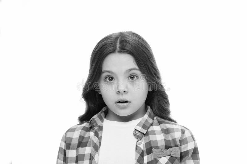 怎么回事 孩子震惊的被迷惑的情感不可能相信她的眼睛 女孩卷曲发型想知道 孩子 免版税库存图片