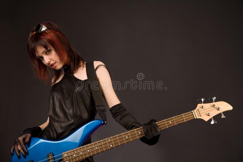 性感低音女孩的吉他 免版税库存照片