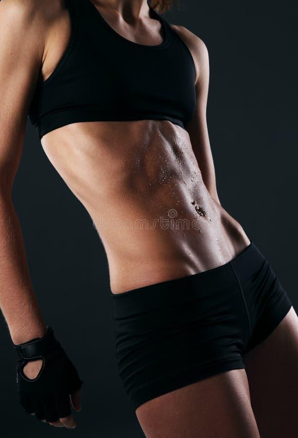 性感健身身体冒汗的图象 库存图片