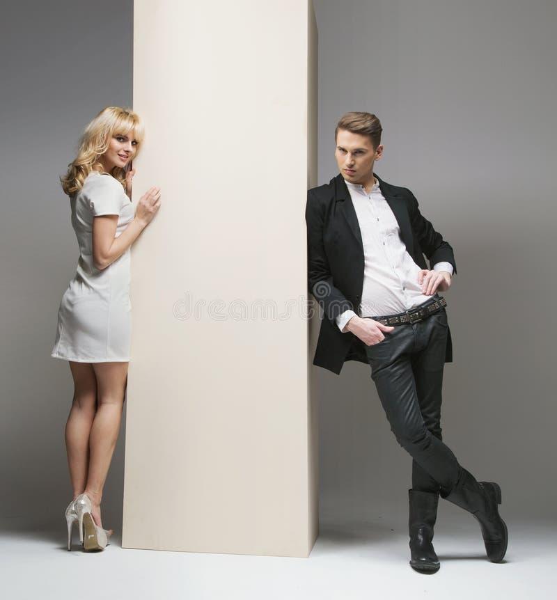一对有吸引力和时髦的夫妇的画象 图库摄影