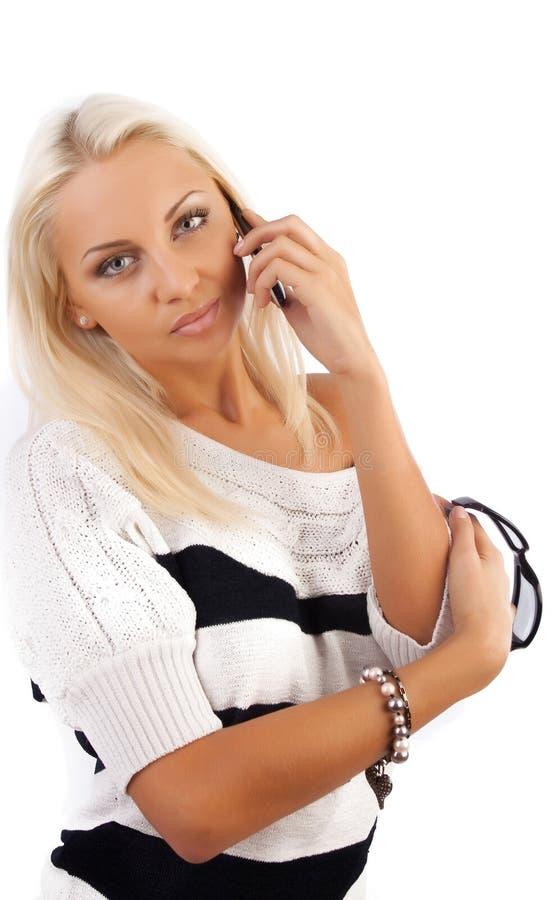 性感白肤金发的叫的夫人的电话 免版税库存图片