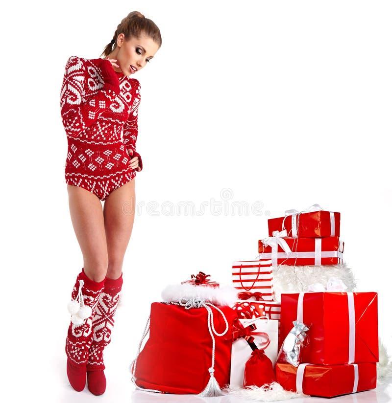 性感的冬天衣裳的圣诞节妇女 免版税图库摄影