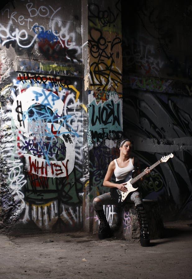 性感的吉他演奏员 免版税库存照片