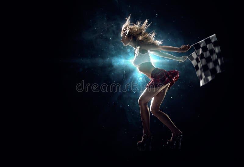 年轻性感的女孩开始汽车短程加速赛 库存图片