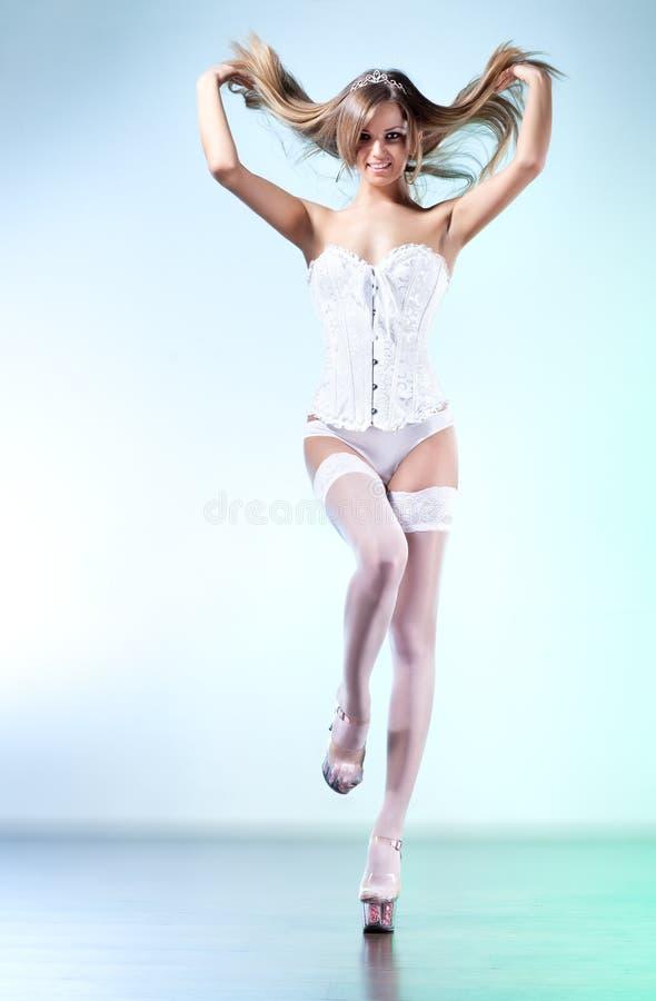 Download 性感的妇女年轻人 库存图片. 图片 包括有 高雅, 有吸引力的, 长期, 理想, 照亮, 前面, 立场, 爱好健美者 - 59104769