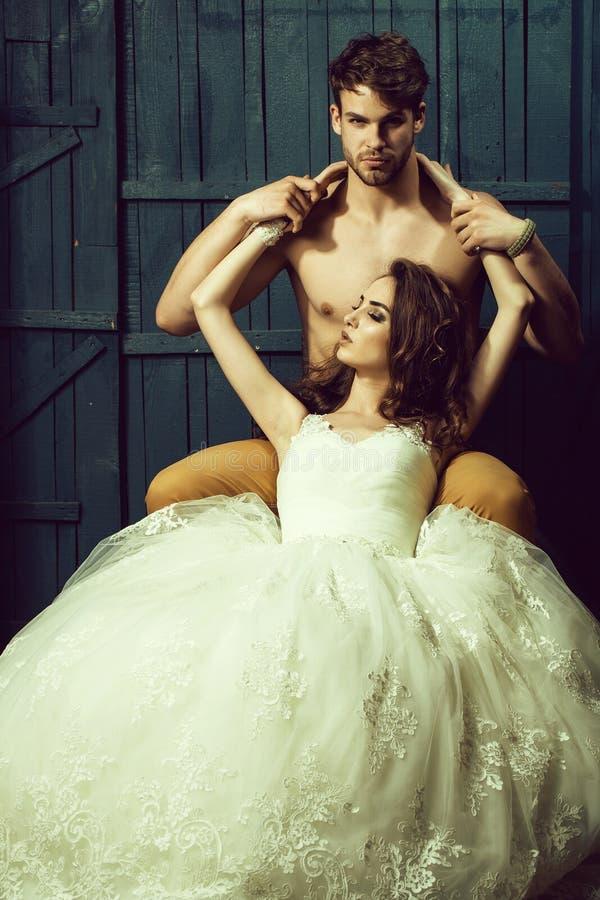 性感的婚礼夫妇 免版税库存照片