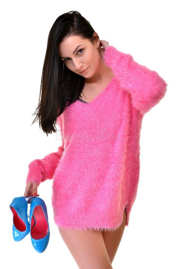 性感的嬉戏的妇女佩带的桃红色 免版税库存图片