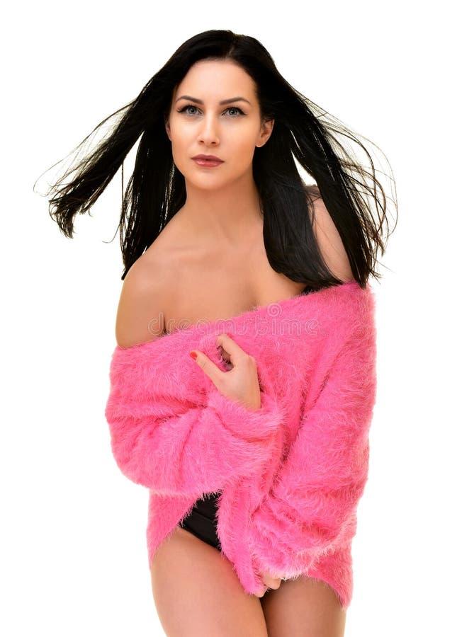 性感的嬉戏的妇女佩带的桃红色 免版税库存照片