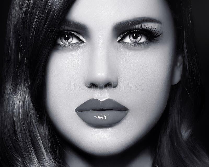 性感的式样妇女画象有五颜六色的嘴唇的完善skean 免版税库存图片