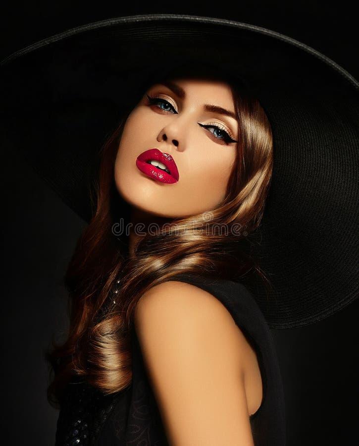 性感的式样妇女画象有五颜六色的嘴唇的完善skean 免版税库存照片
