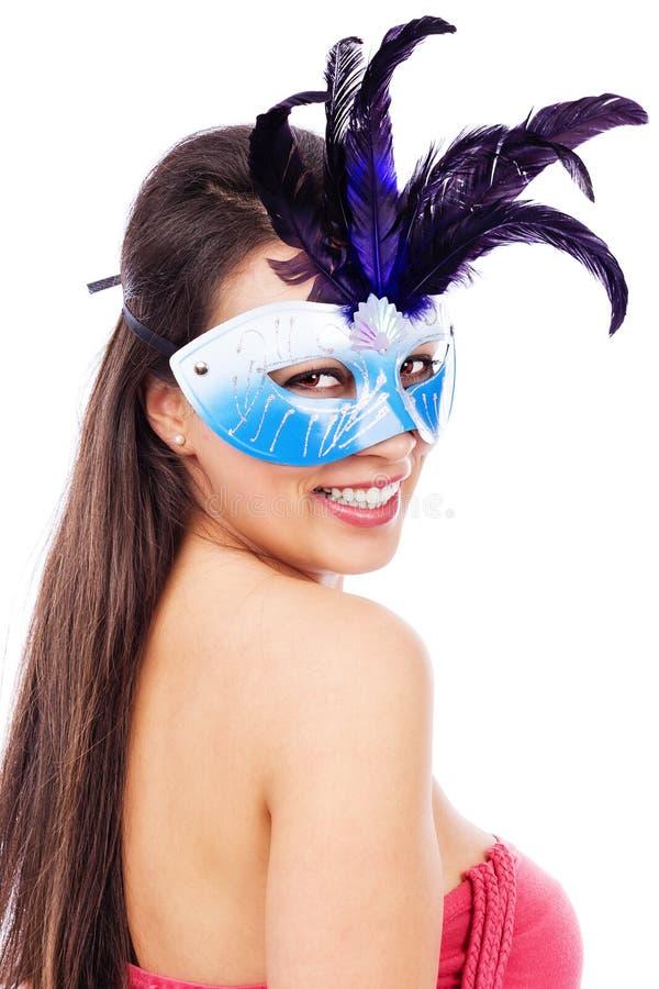 性感的深色的妇女画象有狂欢节面具的 免版税库存照片