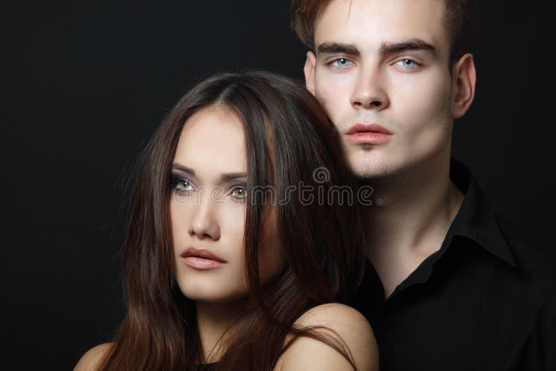 性感的激情夫妇,美丽的年轻人和妇女特写镜头,  免版税图库摄影