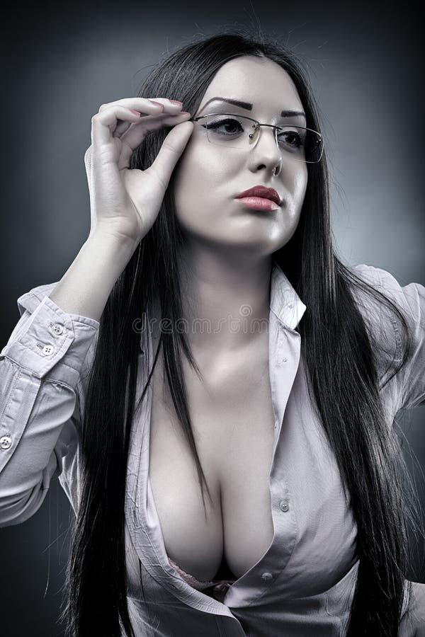 性感的老师佩带的玻璃 免版税图库摄影