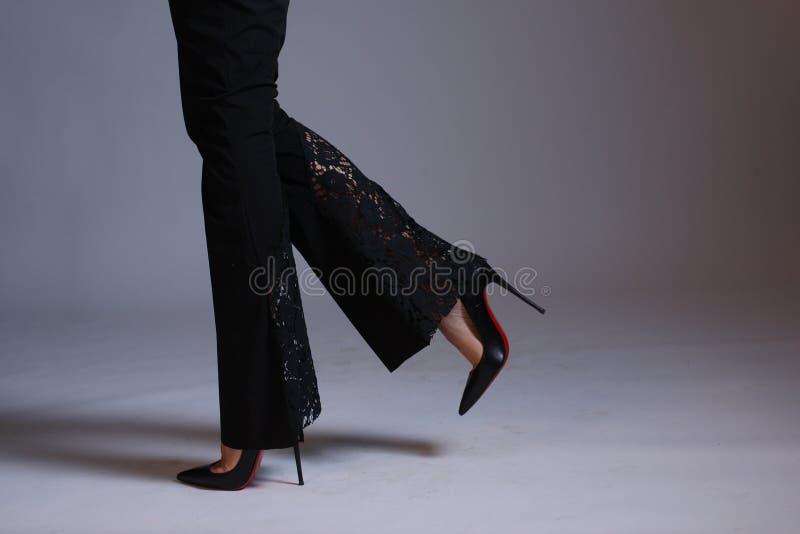 性感的腿和脚跟,特写镜头 库存图片