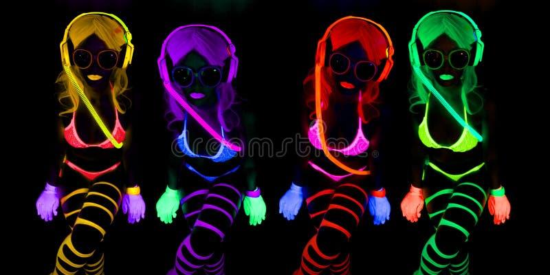 性感的霓虹紫外焕发舞蹈家 库存照片
