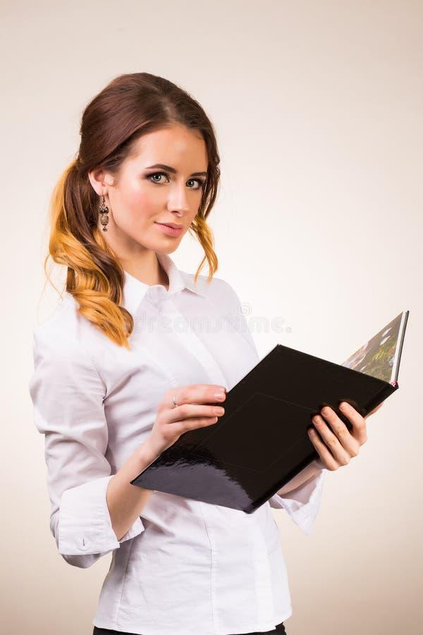 性感的年轻老师在白色背景的学院 库存照片