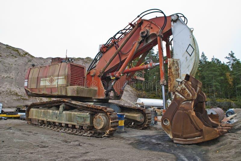 怪异履带牵引装置挖掘机,角度2 免版税库存照片