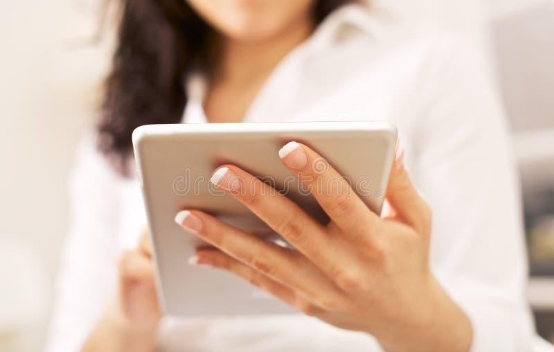 总公司妇女和现代技术 免版税图库摄影