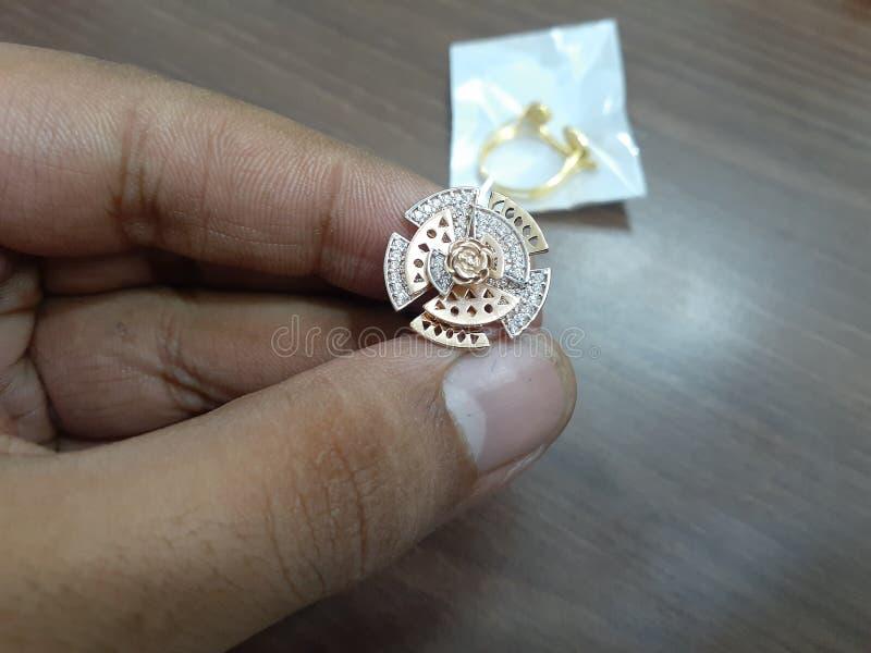 总是喜爱的金戒指 免版税库存照片