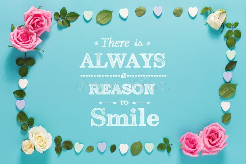 总是有原因微笑与玫瑰和叶子 免版税图库摄影