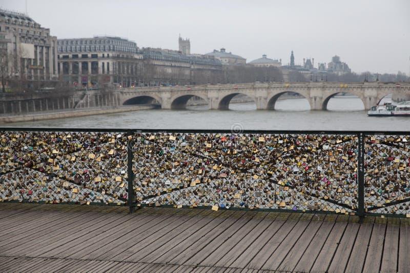 恋人的桥梁巴黎 库存照片