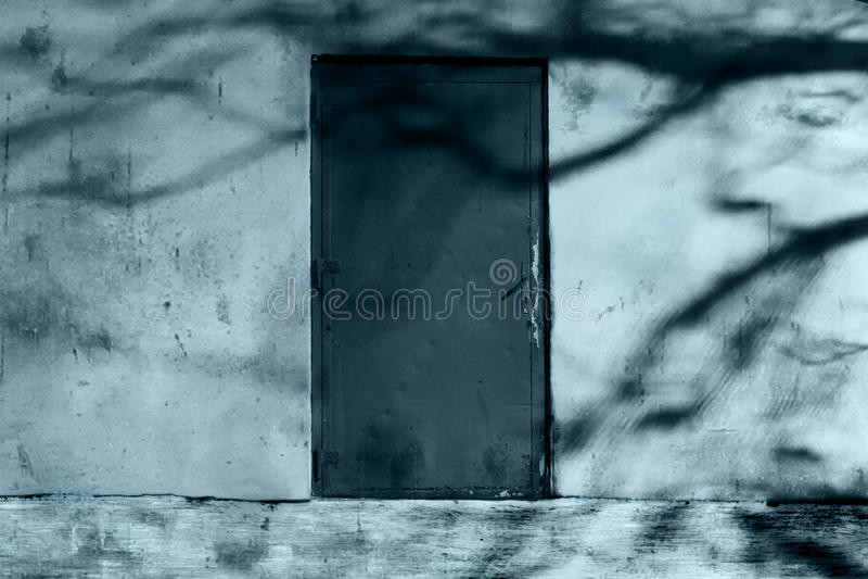 恐怖神奇门的被困扰的图象 库存照片