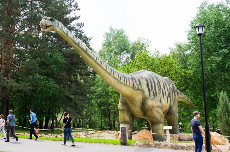 恐龙式样Seismosaurus在恐龙公园 免版税图库摄影