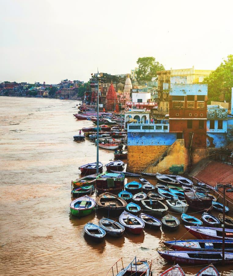 恒河鸟瞰图在瓦腊纳西,印度 免版税图库摄影