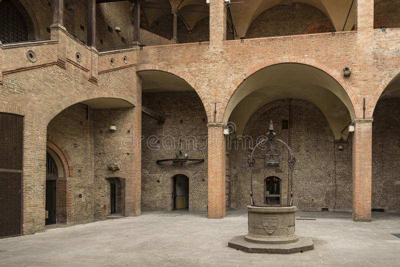 恩佐国王宫殿在马吉欧雷广场,波隆纳,意大利 免版税库存照片