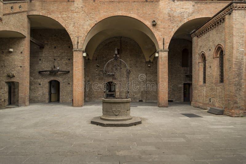 恩佐国王宫殿在马吉欧雷广场,波隆纳,意大利 库存照片