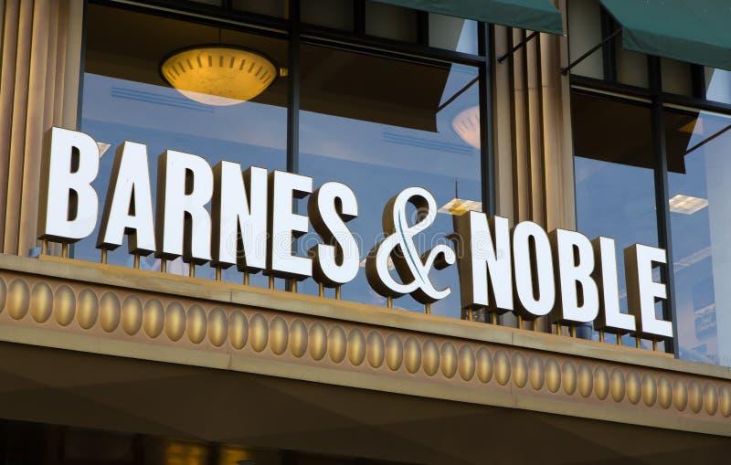 巴恩斯和高尚的商店外部 免版税图库摄影