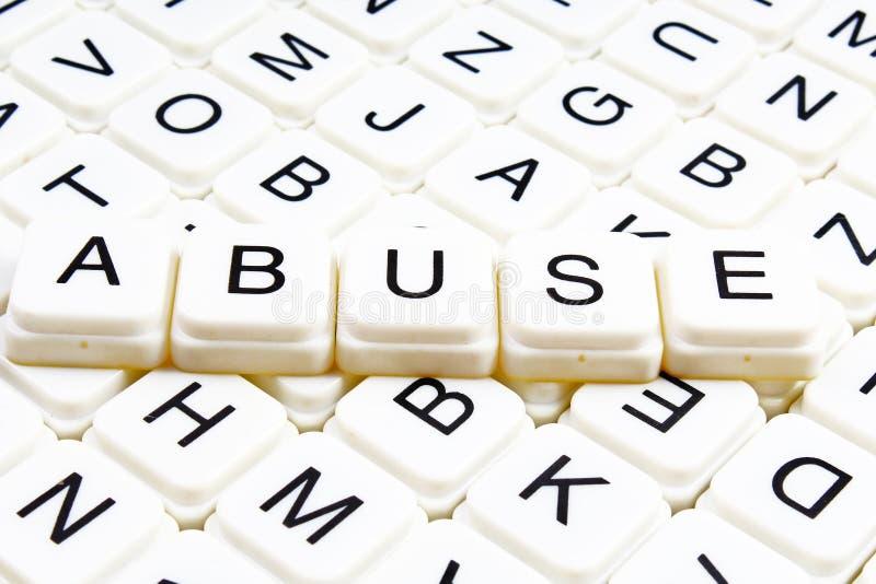 恶习文本词纵横填字谜标题说明标签盖子背景 字母表信件玩具块 白色按字母顺序的信件 免版税库存图片