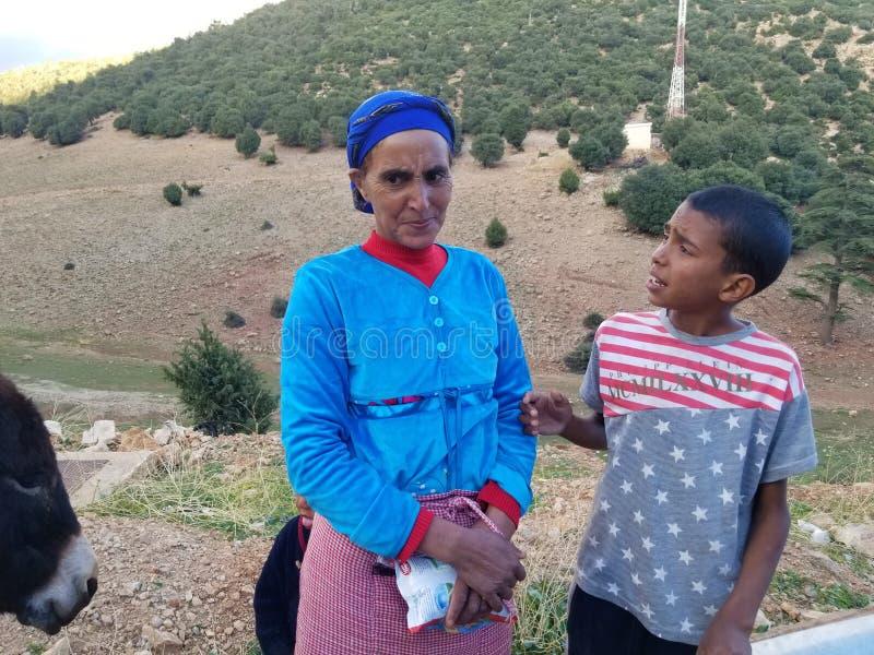 恶劣的(;较少fortunate);家庭在摩洛哥北部 库存图片