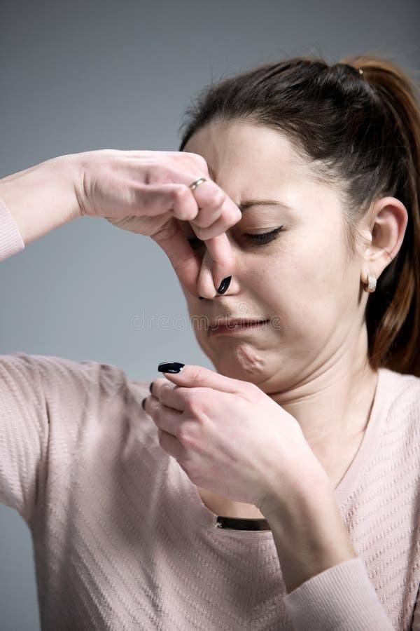 恶心的妇女画象  免版税图库摄影