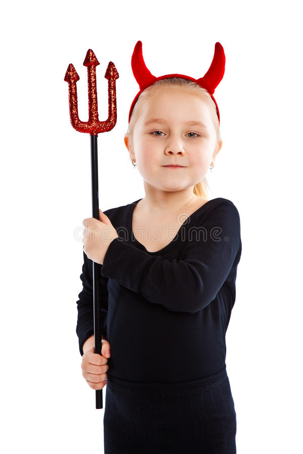 恶魔服装的小女孩。 免版税库存照片