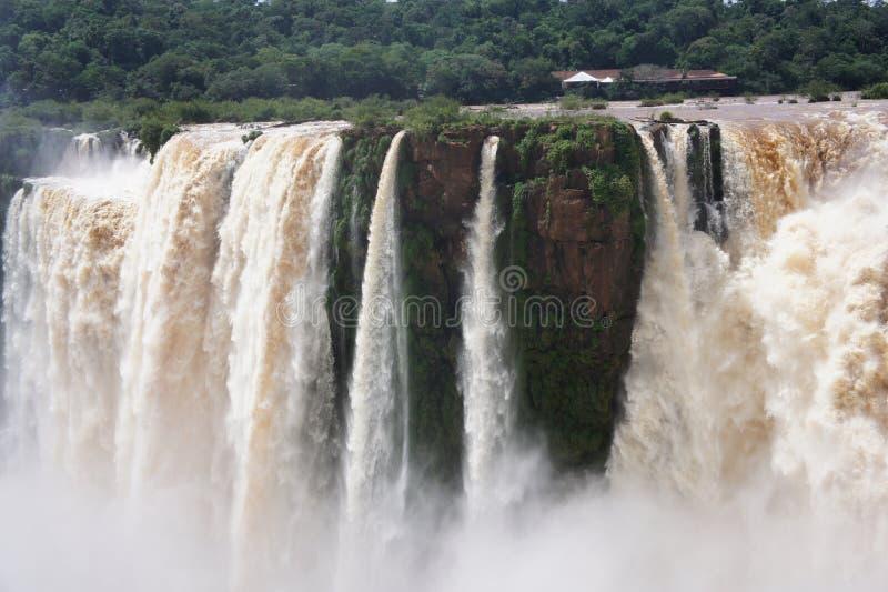 恶魔的喉头是伊瓜苏瀑布的最壮观的流程 免版税库存图片